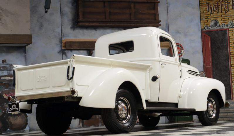 Ford Pickup voll