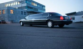 Lincoln Town Car Stretchlimousine voll
