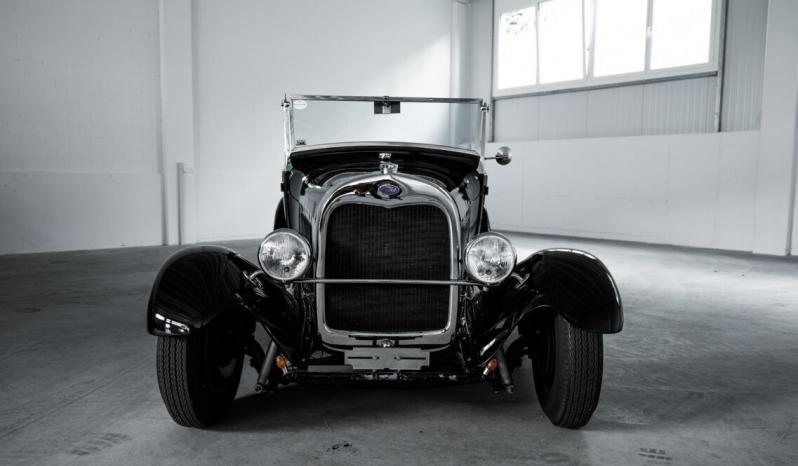 Ford V8 Roadster voll