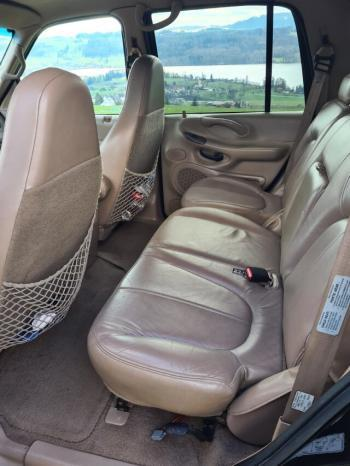 Ford Expedition voll